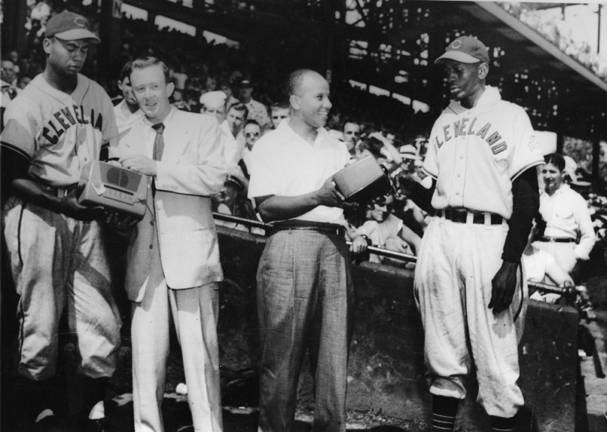 7.19.48-doby_and_paige_receive_radios_as_awards_for-outstanding-achievement-cle-mem-proj