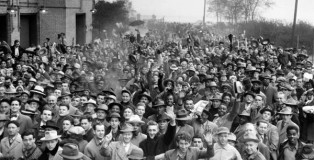 Crowds_outside_of_Cleveland_Stadium_in_Cleveland_Ohio_during_the_World_Series_of_1948 CLE MEM PROJ