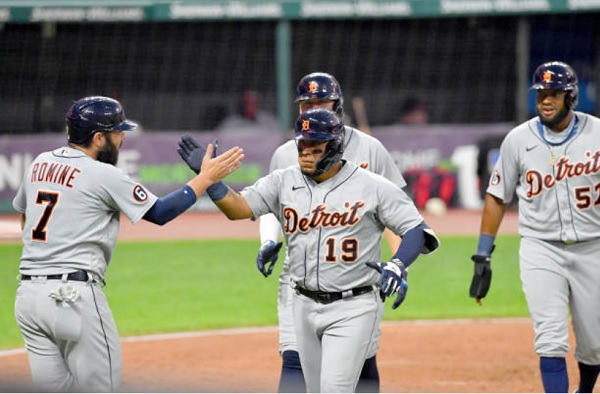 Tribe Streaks End as Tigers Pummel Plutko in Fourth; Tigers 10, Indians 5