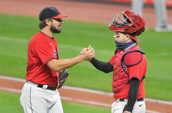 Hand Holds Off Sox to Drop Magic Number to One; Indians 7, White Sox 4