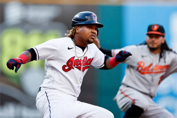 Bats Pick Up Civale as Tribe Send O's to Another L; CLE 8, BAL 7